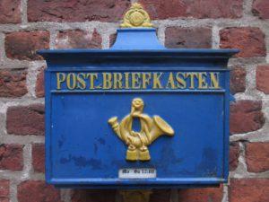 poster mur monument signe statue bleu mur de pierre boites aux lettres temple Allemagne des lettres Historiquement Bremen Corne postale histoire ancienne Plaque commémorative